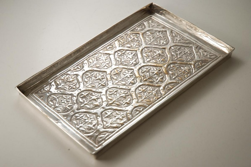 Arts_and_Crafts_Silver_Plated_Tray_by_Keswick_School_of_Industrial_Arts-00